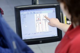 Touch screens facilitate the work of the quality control department and of the sewing room downstream where clothing is repaired