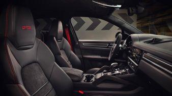 Alcantara-im-Porsche-Cayenne.jpg