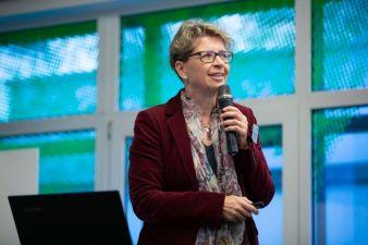 Professorin-Ellen-Bendt-bei.jpg