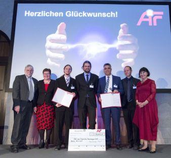 """Der diesjährige """"Otto von Guericke-Preis"""" geht an Dipl.-Ing. Tristan Ruder, Dipl.-Ing. Eric Häntzsche und Prof. Dr.-Ing. Chokri Cherif (3. bi..."""
