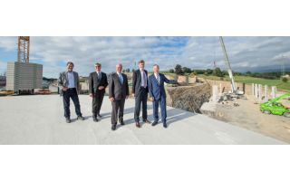 A first-hand look at the building site. (from left to the right) : Horst Graf, VP Pant Operations, Dr. Ulrich Hornfeck, Management Board, Hans-Pete...