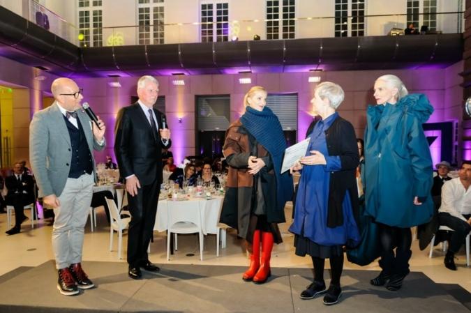 VDMD-Designbotschafter Thomas Rath, Michael Kamm, CEO Sympatex Technologies, Model, 1. Preisträgerin Ursula Laudien, Model (von links nach rechts)...