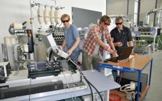 ITA-PhD-students demonstrate laser Doppler anemometry Photo: ITA