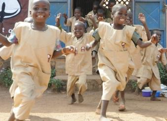 Auch Familienangehörige - insbesondere Kinder aufgrund von Bildung profitieren von der Initiative