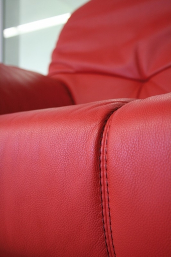 Be it furniture, bags, clothing or cars: only quality (leather) needles can create a perfect seam