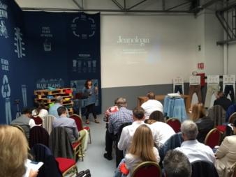 Nano bubbles sind die Zukunft! Wasser war gestern, Nachhaltigkeit wird erreicht nur mit Luft.  Dien Ausführungen von Begonia Garcia, von Edificio...
