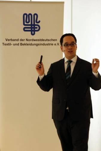 """Nick Lin-Hi, Professor für Corporate Social Responsibility (CSR) an der Universität in Mannheim: """"Noch sind nachhaltig produzierte Textilien ei..."""