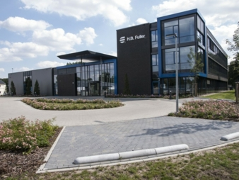 The Lüneburg Adhesive Academy is available not only for research and development but also as a training and testing centre for customers. Photos:...