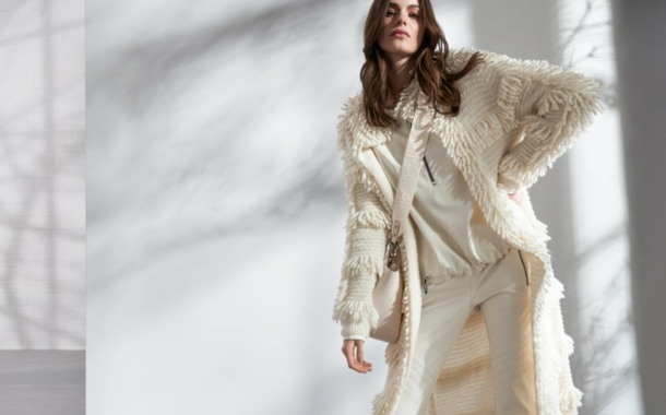 Marc Cain: A knitted coat featuring 1,600 fringes